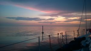 Jossain Viron rannikolla aamuhämärässä. Ulapat olivat avoimempia kuin Suomen etelärannikolla